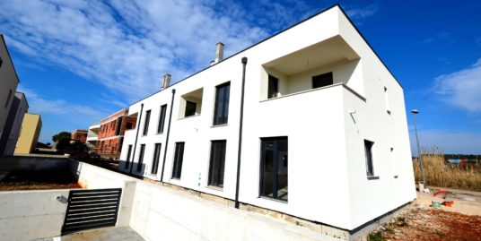 House with Roof Terrace in Novigrad – Marchetti – SOLD