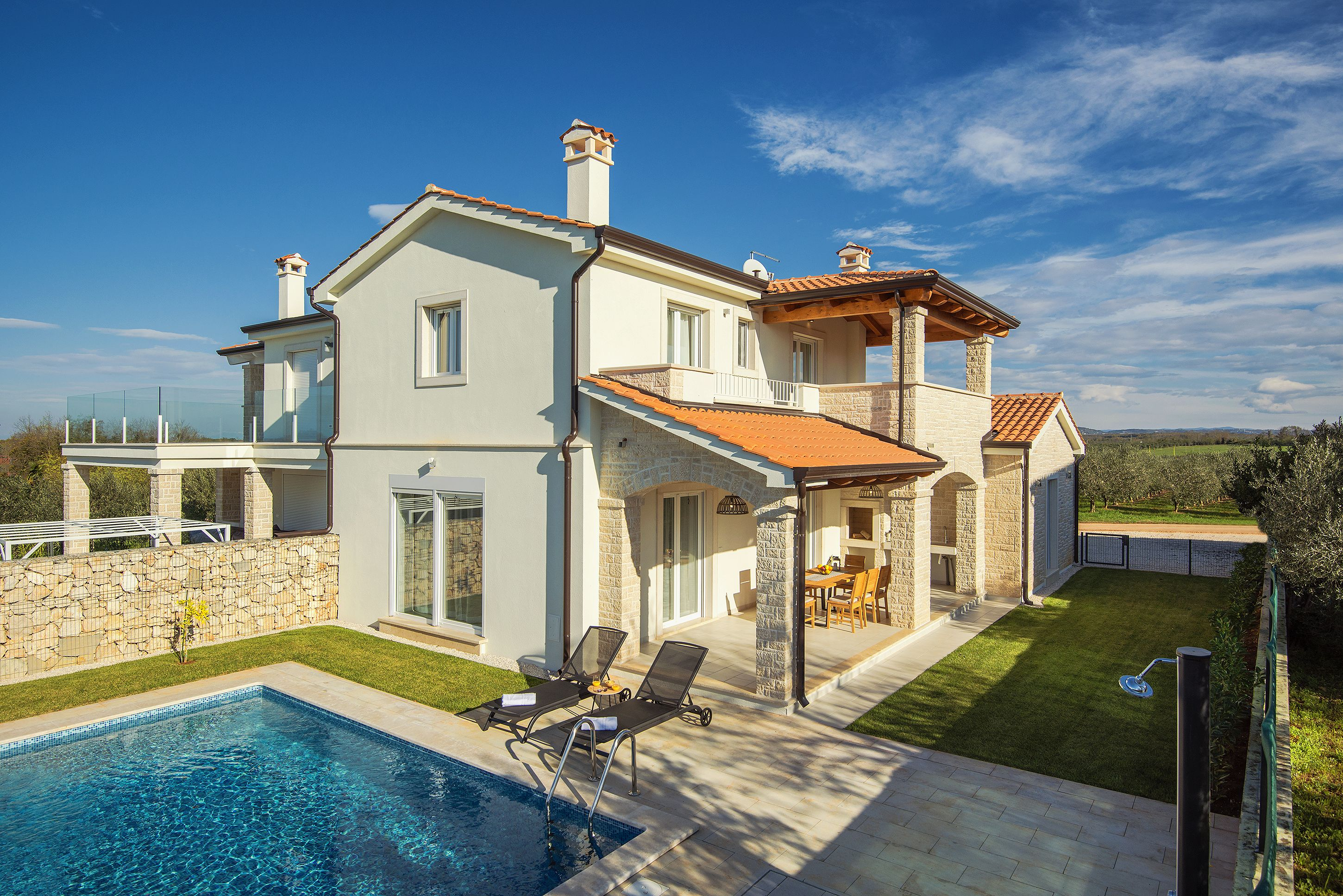 Semi-detached House with swimming pool (B-3)